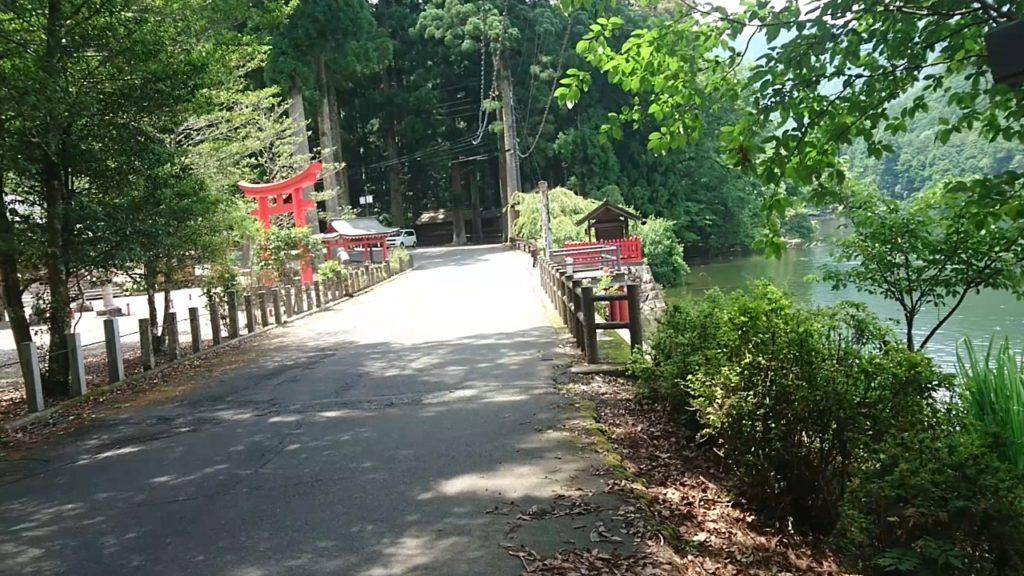 池神社と明神池